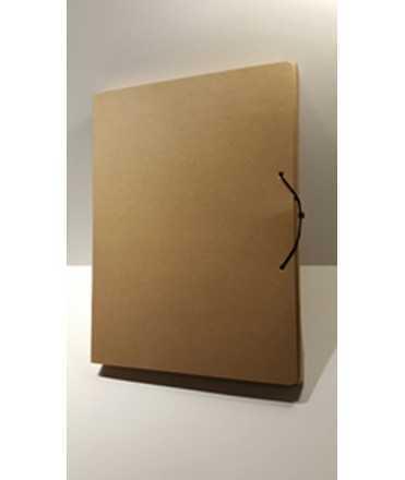 Carpeta de projectes desmontable de cartró reciclat. Mida foli, llom 12 cm.